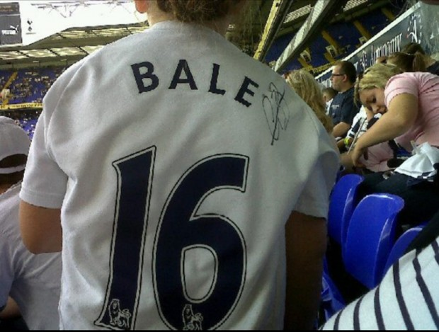 Poppy Bale Shirt 620x469 Very Poppy   Gareth Bale